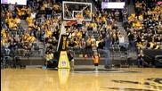 2-годишно момченце показва завидни баскетболни умения