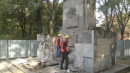Poland: Red Army monument dismantled ahead of relocation to museum