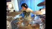 Човек с ограничени възможности, свири на барабани !