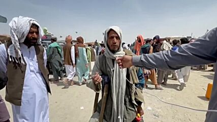 Pakistan: Afghans displaced by ongoing Taliban offensive seek shelter across border