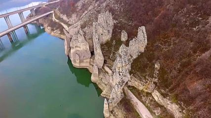 Чудните скали от земя и въздух
