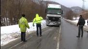 Шофьор на тир почина зад волана по време на движение