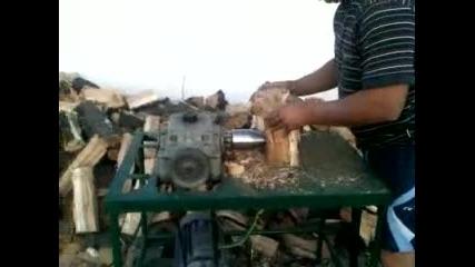 Машина с конус за цепене на дърва