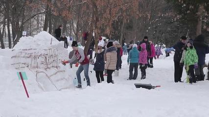 Руснаци строят най-голямата снежна крепост в страната