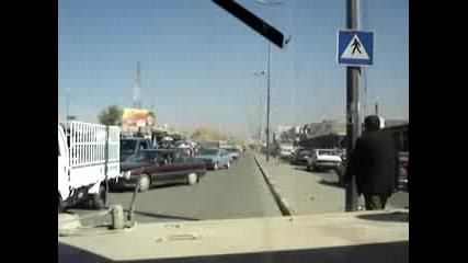 Хамър Блъска Коли В Ирак