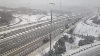 Канадците как си чистят магистралите...май има разлика с нас.