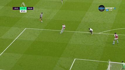 Кавани сложи точка на спора с трети гол срещу Вила