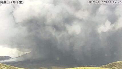 Japan: Mount Aso erupts, spewing cloud of ash over Kumamoto region