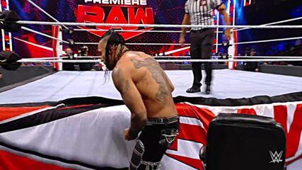 Damian Priest pummels T-BAR following Championship Contender Match: Raw, Oct. 25, 2021