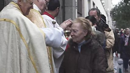 Cats and dogs head to church to receive San Anton's blessing in Madrid