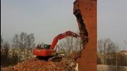 Ето как се събарят сгради с Hitachi !