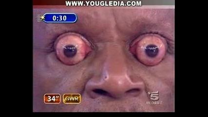 Мъж Притежава Огромни Очи...