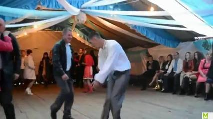 Руснак се забавлява на Сватба