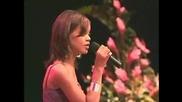 Чуйте как е пяла Риана, когато е била на 15 !!!