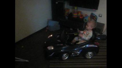 Бебе шофьор!!!
