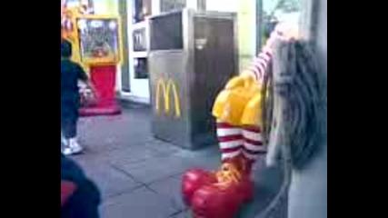 Дете Не Харесва Клоуна