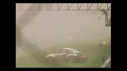 Една от най - гадните катстрофи по време на състезание...