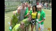Мисис Вселена омагьоса участниците във футболния турнир на Tullamore Dew