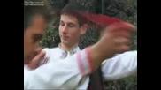 Мехмед с тамбура дрънкаше