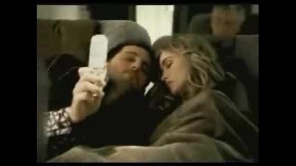 Спящо Момиче В Самолет