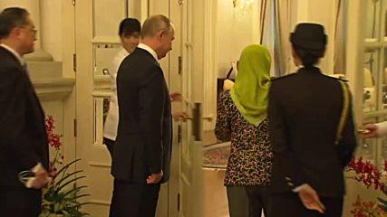 Singapore: Putin meets with Singaporean president