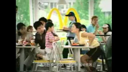 Makdonalds Корейска Реклама детето се плези на какичката