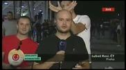 Луди Фенове се Гаврят с Репортер ! Много Смях