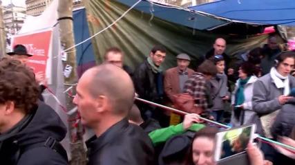 France: Varoufakis visits Nuit Debout movement in Paris in solidarity
