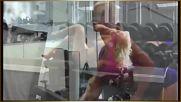 Секси Момиче Тренират Фитнес