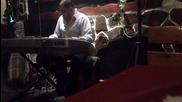 Луд с синтезатор 3