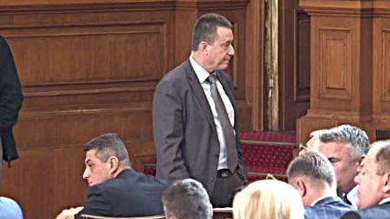 Липса на кворум прекрати извънредното заседание на парламента