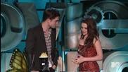 Робърт Патинсън целува Тейлър Лаутнър на филмовите награди Mtv 2011