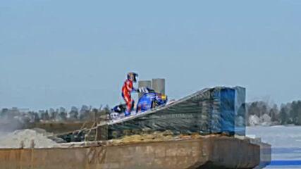 Американец прави невероятни каскади с моторна шейна