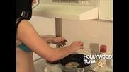 Aria Giovanni си приготвя яйце