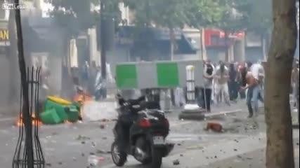 """миролюбивите """"бежанци"""" пристигнаха в Париж,полицията се оказа безсилна..."""