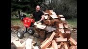 Много странна машина за цепене на дърва !