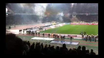 Дерби по гръцки! Панатинайкос - Олимпиакос - Феновете на Пао се сбиха с полицията! *18.03.2012г.*