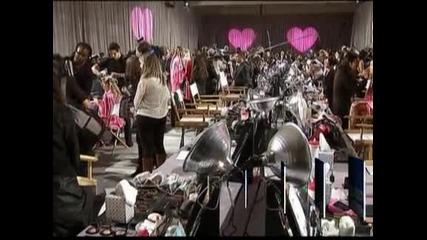 Ангелите на Victoria's Secret завладяха подиума в Ню Йорк за традиционното ревю на марката