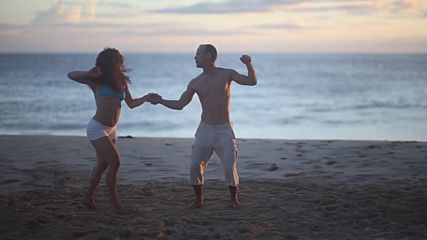 Evelyn Magyari & Jonathan Troupe - Honolulu Hawaii