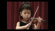 Тригодишно Момиченце Свири На Цигулка