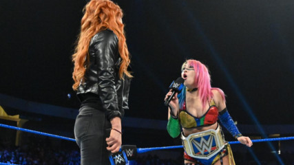 Becky Lynch y Asuka calientan Royal Rumble: WWE AHORA, Ene 17, 2019