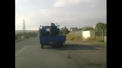 Защо да не си повозим коня на камиончето