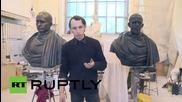 Русия: Артист прави скулптори на Путин и Обама като римски императори