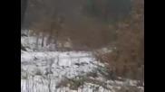 Летящо момиче в гора в Русия