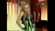 Avril - - - Hot