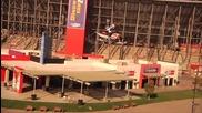 Световен Рекорд - Най - дългият скок с моторна шейна