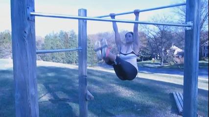 Секси мацки тренират на лостове - Workout Motivation