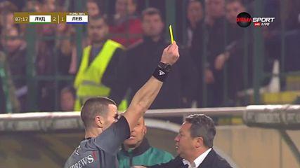 Нашименто получи жълт картон на скамейката на Левски