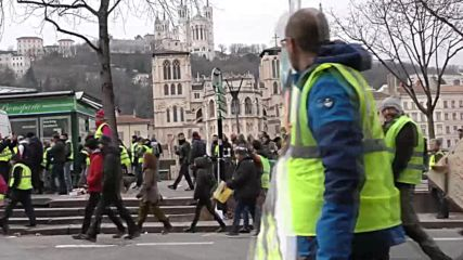 France: Thousands protest as 'Yellow Vest' demonstrations return to Lyon