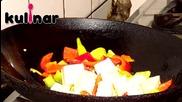 """Рецепта за Тофу """"гун бао"""" (пикантно тофу с фъстъци и чушки)"""